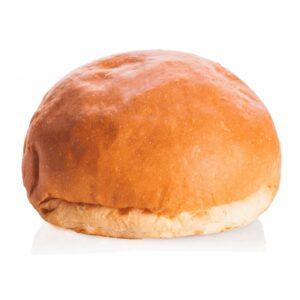 Panino dolce su sfondo bianco